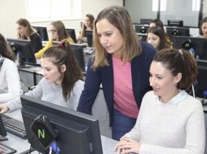 Zalima certifica las habilidades de las alumnas en Microsoft Office